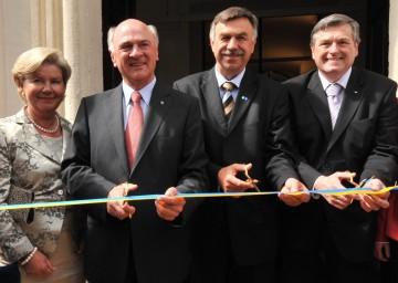 Eröffnung der NÖ Landesausstellung 2009; im Bild Landeshauptmann Dr. Erwin Pröll mit Gattin Sissi Pröll, Bürgermeister Alexander Klik (Horn), Kreishauptmann von Vysocina, Dr. Jiri Behounek (v.l.n.r.)