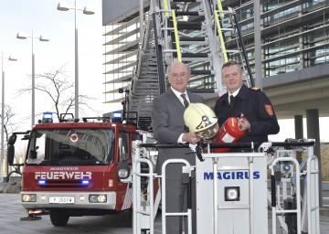 Präsentierten die Jahresbilanz der NÖ Feuerwehren für das Jahr 2015: Landeshauptmann Dr. Erwin Pröll und Landesfeuerwehrkommandant Dietmar Fahrafellner.