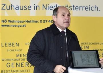 """Niederösterreich baut die günstigste Wohnform Österreichs: Das neue Sonderwohnbauprogramm """"Wohn.Chance.NÖ."""" sieht 100 Wohnhäuser für bis zu 3.200 Personen vor, die Miete soll rund 250 Euro bzw. rund 4,2 Euro pro m² betragen. Damit werden rund 1.000 Arbeitsplätze geschaffen bzw. gesichert."""