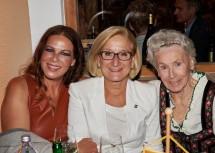 Opernsängerin Natalia Ushakova, Landeshauptfrau Johanna Mikl-Leitner und Schauspielerin Waltraut Haas
