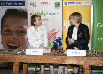 Im Bild von links nach rechts: NÖ Wirtschaftskammer Präsidentin Sonja Zwazl und Landesrätin Mag. Barbara Schwarz