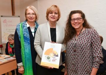 Verbandsvorsitzende Brigitte Riss, Sozial-Landesrätin Barbara Schwarz und Geschäftsführerin Sonja Thalinger präsentierten den neuen Jahresbericht des Landesverbandes Hospiz NÖ. (v.l.n.r.)