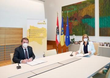Unterzeichneten die Vertragsverlängerung der NAFES-Förderaktion bis Ende 2023: Präsident Wolfgang Ecker und Landeshauptfrau Johanna Mikl-Leitner.