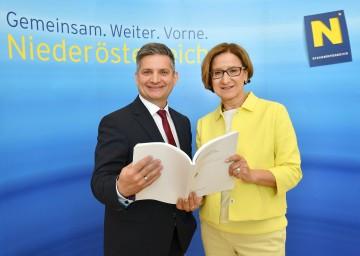Präsentierten den NÖ Gesundheitsbericht 2016: Landesrat Ing. Maurice Androsch und Landeshauptmann-Stellvertreterin Mag. Johanna Mikl-Leitner (v.l.n.r.)