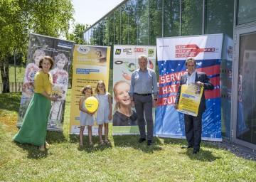 Familien-Landesrätin Christiane Teschl-Hofmeister und WKNÖ-Präsident Wolfgang Ecker mit Workshop-Leiter Franz Mayer (Mazda Mayer) und den Kindern Emma und Hanna.