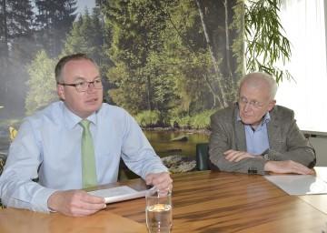 Bildtext: Umwelt-Landesrat Dr. Stephan Pernkopf und DI Ludwig Lutz, Leiter der Gruppe Wasser (v.l.n.r.)