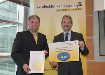 Dr. Markus Klamminger, stellvertretender Medizinischer Geschäftsführer der NÖ Landeskliniken-Holding, und Landesrat Mag. Karl Wilfing präsentierten die Patientenbefragung 2015 der NÖ Landeskliniken (von links nach rechts).