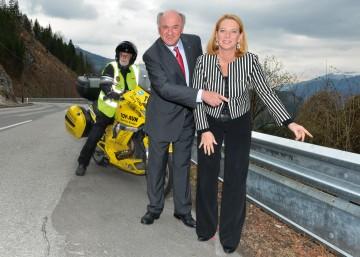 Landeshauptmann Dr. Erwin Pröll und Bundesministerin Doris Bures präsentierten umfangreiches Motorrad-Sicherheitspaket.