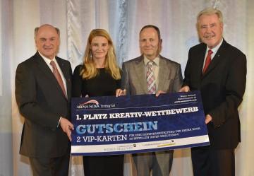 5 Jahre Landesklinikum Wiener Neustadt: Landeshauptmann Dr. Erwin Pröll, Dr. Christine Reiler, Norbert Natovich (Sieger des Kreativwettbewerbes), Klubobmann Mag. Klaus Schneeberger (von links nach rechts).