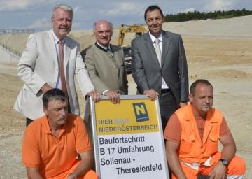 Landeshauptmann Dr. Erwin Pröll und VP-Klubobmann Mag. Klaus Schneeberger besichtigten die Baustelle der Umfahrung Sollenau-Theresienfeld.