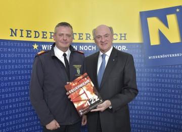 Präsentation der Einsatzbilanz 2014 der Feuerwehren in Niederösterreich: Landesfeuerwehrkommandant Dietmar Fahrafellner und Landeshauptmann Dr. Erwin Pröll.