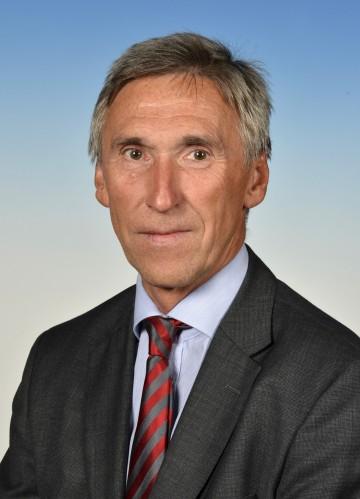 DI Helmut Postl, der bisherige Stellvertreter, wird mit Wirksamkeit vom 1. Dezember 2015 neuer Leiter der Abteilung Brückenbau des Amtes der NÖ Landesregierung.