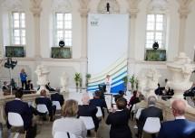 Landeshauptfrau Johanna Mikl-Leitner sprach auf der Kaiserstiege vor den Gästen