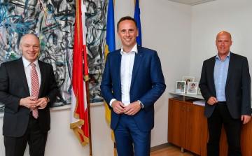 ecoplus Geschäftsführer Helmut Miernicki, Wirtschaftslandesrat Jochen Danninger und Geschäftsfeldleiter Regionalförderung Werner Bauer (v.l.n.r.)