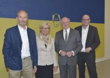 Rundgang durch die Ausstellung von Erwin Wurm mit Elisabeth Pröll, Landeshauptmann Dr. Erwin Pröll und Direktor Mag. Carl Aigner. (v.l.n.r.)