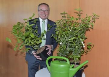 LH-Stellvertreter Dr. Stephan Pernkopf freut sich über den Erfolg des NÖ Heckentages.