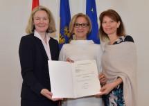 Die neue Bezirkshauptfrau Gerlinde Draxler, Landeshauptfrau Johanna Mikl-Leitner und die nach Baden gewechselte Verena Sonnleitner (von links nach rechts).