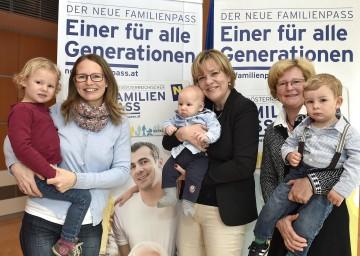 Im Bild von links nach rechts: Irene Priesching, Landesrätin Mag. Barbara Schwarz und Christine Keiblinger