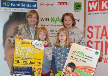 Landesrätin Mag. Barbara Schwarz, die Zwillingsschwestern Katharina und Stefanie und die Präsidentin der WKNÖ KommR Sonja Zwazl (v. l. n. r.).