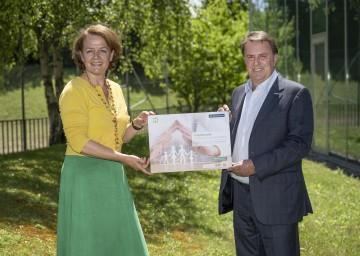 Familien-Landesrätin Christiane Teschl-Hofmeister und Wirtschaftskammer NÖ-Präsident Wolfgang Ecker laden zur Teilnahme am Wettbewerb