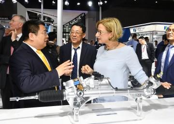 "Auf der Messe ""Auto Shanghai"", im Gespräch mit Xiangjun Meng, General Manager HYCET (Great Wall Motors)."
