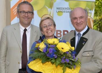 Landeshauptmann Dr. Erwin Pröll mit der 200.000sten Besucherin der NÖ Landesausstellung, Elisabeth Nawratil aus Spitz, und dem Geschäftsführer der Landesausstellung, Kurt Farasin.