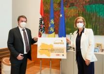 WKNÖ-Präsident Wolfgang Ecker und Landeshauptfrau Johanna Mikl-Leitner gaben die Verlängerung von NAFES bekannt.
