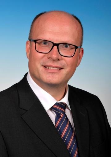 Auf Initiative von Landeshauptfrau Johanna Mikl-Leitner wurde in der heutigen Sitzung der NÖ Landesregierung Hofrat Mag. Günter Stöger mit Wirksamkeit vom 1. Juli 2021 zum neuen Bezirkshauptmann in Krems an der Donau bestellt.