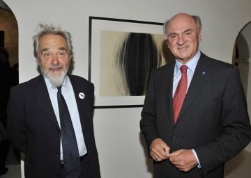Am Freitag wurde das Arnulf Rainer-Museum in Baden eröffnet. Im Bild Landeshauptmann Dr. Erwin Pröll mit dem Künstler.