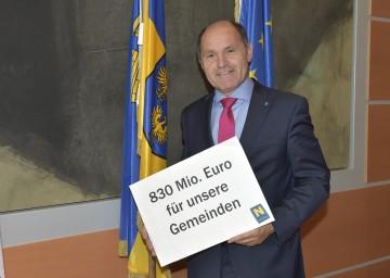 Landeshauptmann-Stellvertreter Mag. Wolfgang Sobotka bei der Präsentation des Gemeindeförderungsberichts 2013.