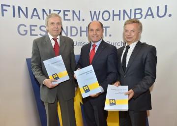 NÖ Landesbudget 2015: Budgetdirektor Rudolf Stöckelmayer, Landeshauptmann-Stellvertreter Mag. Wolfgang Sobotka und Finanzreferent Dr. Reinhard Meißl, Leiter Finanzabteilung (v.l.n.r)