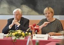 Informierten über das abgelaufene Schuljahr: Johann Heuras, der Amtsführende Präsident des Landesschulrates für Niederösterreich, und Bildungs-Landesrätin Barbara Schwarz (v.l.n.r.)