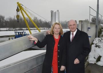 Eröffnung des Hochwasserschutzes an der March mit Landeshauptmann Dr. Erwin Pröll und Bundesministerin Doris Bures.