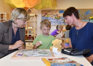 Bildungs-Landesrätin Barbara Schwarz (links) forciert die Unterstützung von Kindern mit Behinderung in Kindergärten und Schulen.