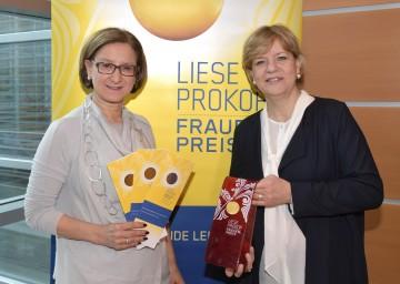 """Landeshauptfrau Johanna Mikl-Leitner und Landesrätin Barbara Schwarz freuen sich über viele Einreichungen beim """"Liese Prokop-Frauenpreis"""" 2017. (v.l.n.r.)"""