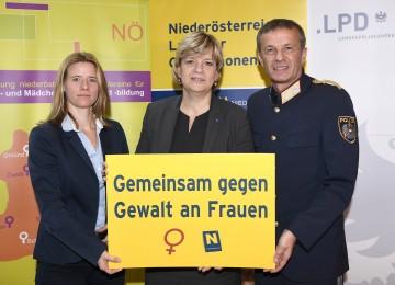 Im Bild von links nach rechts: Elisabeth Cinatl, Sprecherin der Frauenberatungsstellen NÖ, Landesrätin Mag. Barbara Schwarz und Landespolizeidirektor-Stellvertreter Franz Popp