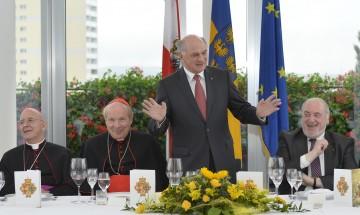 Landeshauptmann Dr. Erwin Pröll lud hohe katholische und evangelische Würdenträger zum Mittagessen ins NÖ Landhaus.