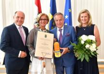 Ehrenzeichenverleihung an Siegfried Wolf (2.v.r.) mit Nationalratspräsident Wolfgang Sobotka, Landeshauptfrau Johanna Mikl-Leitner und Gattin Andrea (v.l.n.r.)