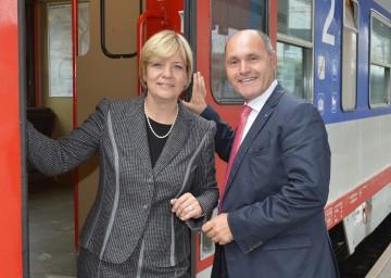 Land stockt NÖ Pendlerhilfe auf: Landesrätin Mag. Barbara Schwarz und Landeshauptmann-Stellvertreter Mag. Wolfgang Sobotka (v.l.n.r.)
