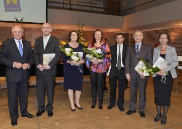 Landeshauptmann Dr. Erwin Pröll gratulierte den Preisträgern Dr. Christoph Lind, Dr. Elisabeth Vavra, DI Dr. Monika Schmoll, PhD, Univ.Prof. Dr. Rudolf Valenta, Univ.Prof. DI Dr. Helmut Habersack und Dr. Christa Hammerl (v.l.n.r.)