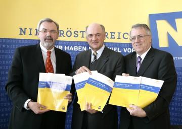 Niederösterreich startet wieder eine große Bürgerbeteiligungsaktion, die heute von Univ.Prof. Dr. Friedrich Zibuschka, Landeshauptmann Dr. Erwin Pröll und Landesakademie-Geschäftsführer Mag. Alberich Klinger präsentiert wurde.
