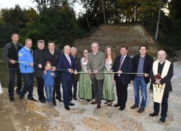 Eröffnung des Hochwasserschutzes in Krummnussbaum mit LH-Stellvertreter Stephan Pernkopf (5.v.r.) und Bürgermeister Bernhard Kerndler (4.v.l.)
