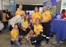Landeshauptfrau Johanna Mikl-Leitner mit den Vertreterinnen und Vertretern der Rettungshundebrigade Niederösterreich.