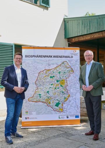 LH-Stellvertreter Stephan Pernkopf und Wiens Klimastadtrat Jürgen Czernohorszky zogen in der Wiener Waldschule Ottakring eine Erfolgsbilanz über 15 Jahre Biosphärenpark Wienerwald (v.r.n.l.)