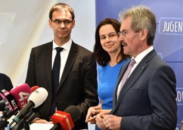 Im Bild von links nach rechts: Landeshauptmann Mag. Markus Wallner (Vorarlberg), Bundesministerin Dr. Sophie Karmasin und Landesrat Mag. Karl Wilfing
