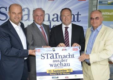 """Die \""""Starnacht aus der Wachau\"""" findet am 22. September in Rossatz statt. Im Bild Landeshauptmann Dr. Erwin Pröll mit ip-media Geschäftsführer Martin Ramusch, ORF-Finanzdirektor Richard Grasl und ORF-Unterhaltungschef Edgar Böhm."""