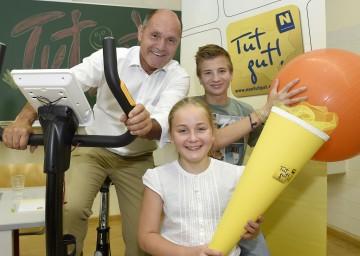 Im Bild von links nach rechts: Landeshauptmann-Stellvertreter Mag. Wolfgang Sobotka, Helena Wojta-Stremayr (Schülerin), Yannick Strohdorfer (Schüler).