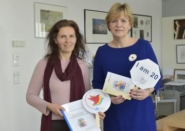 Landesrätin Mag. Barbara Schwarz und Mag. Dr. Gertrude Eigelsreiter-Jashari (von rechts nach links).