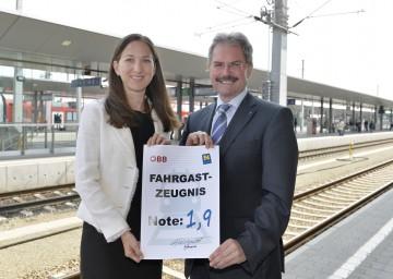 Informierten zum Verkehrsdienstevertrag: ÖBB-Vorstand Birgit Wagner und Landesrat Mag. Karl Wilfing (v.l.n.r.)