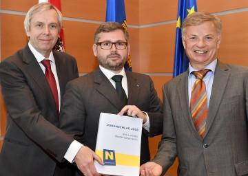 Präsentierten den Voranschlag des Budgets 2018: Budgetdirektor Rudolf Stöckelmayer, Finanz-Landesrat DI Ludwig Schleritzko und Dr. Reinhard Meißl, Leiter der Finanzabteilung (v.l.n.r.)